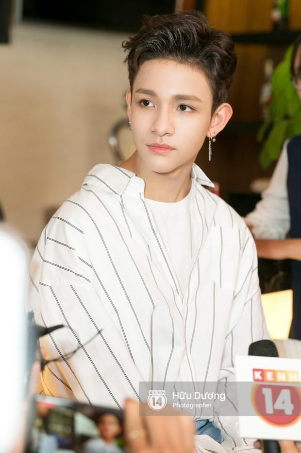 Nóng: Cận cảnh vẻ điển trai khó cưỡng của hoàng tử lai Samuel tại Việt Nam - Ảnh 11.
