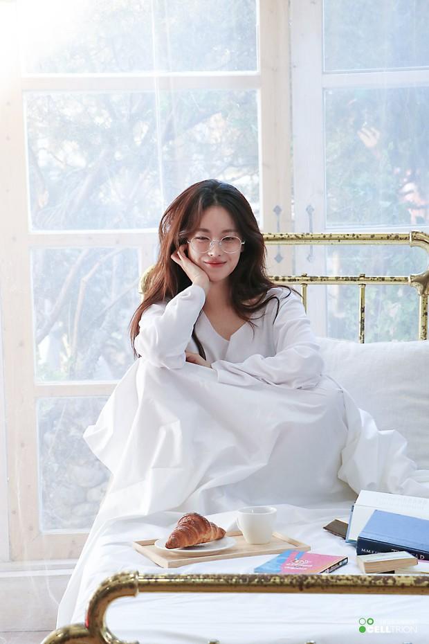Bạn gái Kim Bum lần đầu lộ diện sau tin hẹn hò: Nhan sắc không đùa được đâu trong loạt ảnh hậu trường - Ảnh 11.