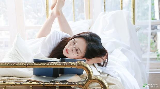 Bạn gái Kim Bum lần đầu lộ diện sau tin hẹn hò: Nhan sắc không đùa được đâu trong loạt ảnh hậu trường - Ảnh 9.