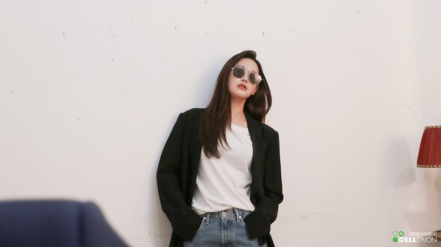 Bạn gái Kim Bum lần đầu lộ diện sau tin hẹn hò: Nhan sắc không đùa được đâu trong loạt ảnh hậu trường - Ảnh 18.
