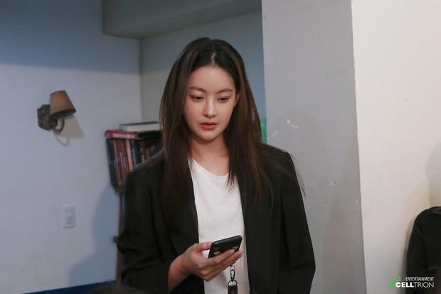 Bạn gái Kim Bum lần đầu lộ diện sau tin hẹn hò: Nhan sắc không đùa được đâu trong loạt ảnh hậu trường - Ảnh 20.
