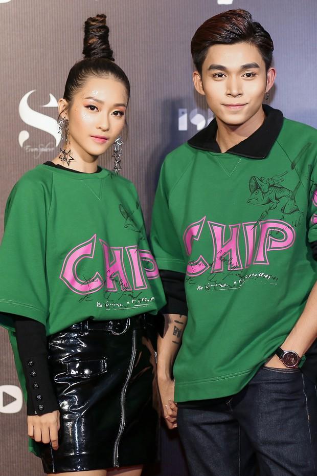 VIFW ngày 1: Sơn Tùng M-TP xuất hiện phút cuối, Chi Pu như học sinh, Angela Phương Trinh lại làm quá với mũ lông - Ảnh 33.