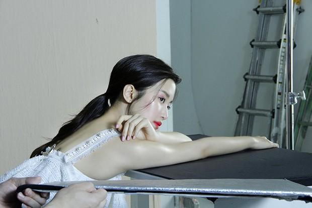 Ảnh hậu trường gây sốc của sao nhí lột xác thành mỹ nhân nhà SM: Khoe ngực đầy, đẹp vượt qua đẳng cấp nữ thần - Ảnh 27.
