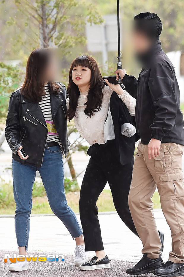 Cực phẩm dưới mưa: Jung Chae Yeon đẹp lộng lẫy cùng I.O.I, dàn hoàng tử Wanna One đến ủng hộ Produce 48 - Ảnh 32.