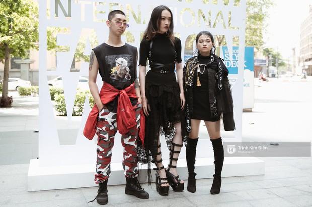 """Ngày 4 VIFW: Giới trẻ Sài thành vẫn ăn diện """"lồng lộn"""" với toàn ca mặc dị khó quên - Ảnh 1."""
