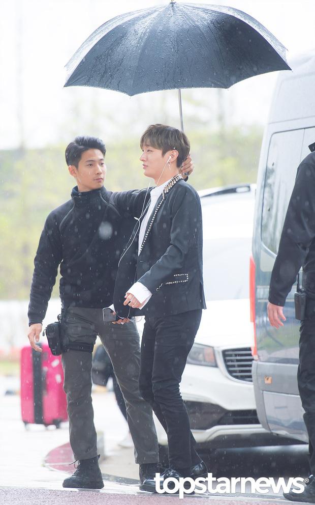 Cực phẩm dưới mưa: Jung Chae Yeon đẹp lộng lẫy cùng I.O.I, dàn hoàng tử Wanna One đến ủng hộ Produce 48 - Ảnh 14.