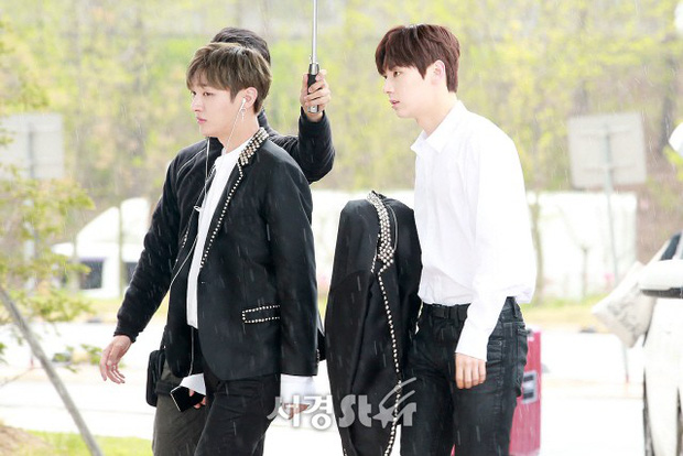 Cực phẩm dưới mưa: Jung Chae Yeon đẹp lộng lẫy cùng I.O.I, dàn hoàng tử Wanna One đến ủng hộ Produce 48 - Ảnh 15.