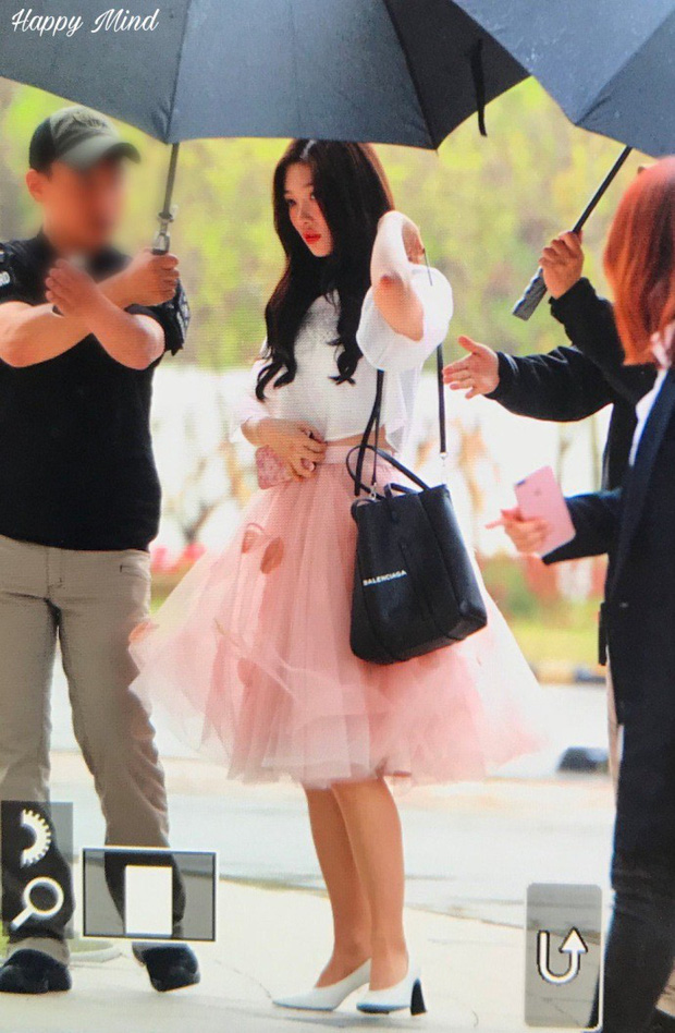 Cực phẩm dưới mưa: Jung Chae Yeon đẹp lộng lẫy cùng I.O.I, dàn hoàng tử Wanna One đến ủng hộ Produce 48 - Ảnh 18.