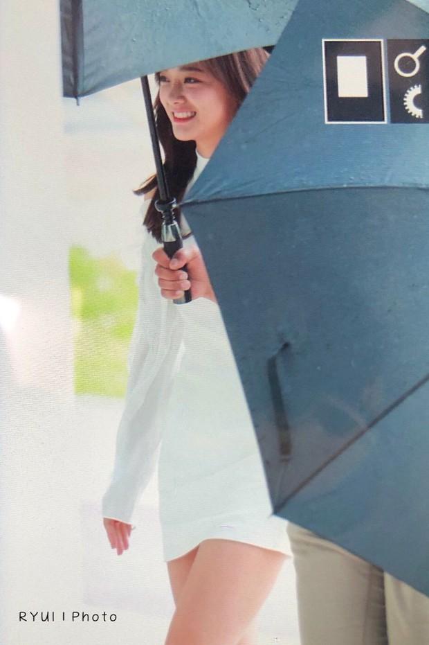Cực phẩm dưới mưa: Jung Chae Yeon đẹp lộng lẫy cùng I.O.I, dàn hoàng tử Wanna One đến ủng hộ Produce 48 - Ảnh 30.