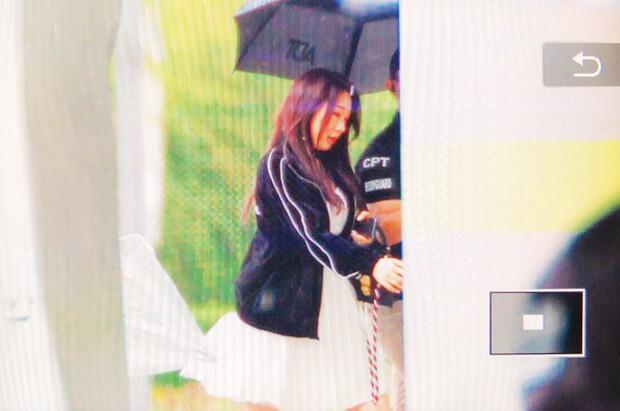 Cực phẩm dưới mưa: Jung Chae Yeon đẹp lộng lẫy cùng I.O.I, dàn hoàng tử Wanna One đến ủng hộ Produce 48 - Ảnh 35.