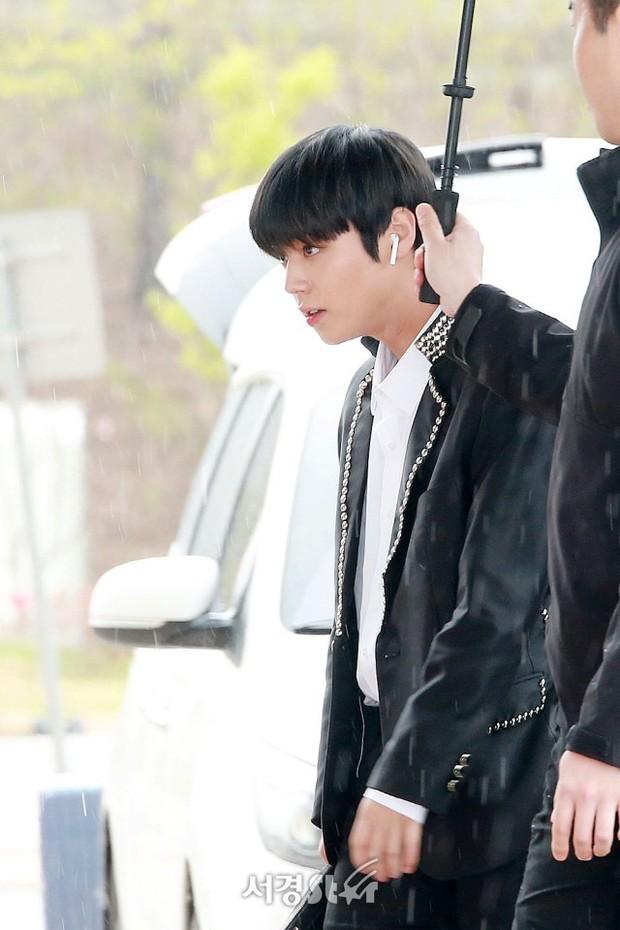 Cực phẩm dưới mưa: Jung Chae Yeon đẹp lộng lẫy cùng I.O.I, dàn hoàng tử Wanna One đến ủng hộ Produce 48 - Ảnh 6.