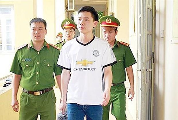 Bác sỹ Hoàng Công Lương đối mặt với khoản tiền bồi thường khủng - Ảnh 1.