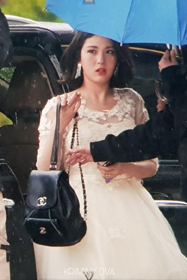 Cực phẩm dưới mưa: Jung Chae Yeon đẹp lộng lẫy cùng I.O.I, dàn hoàng tử Wanna One đến ủng hộ Produce 48 - Ảnh 25.
