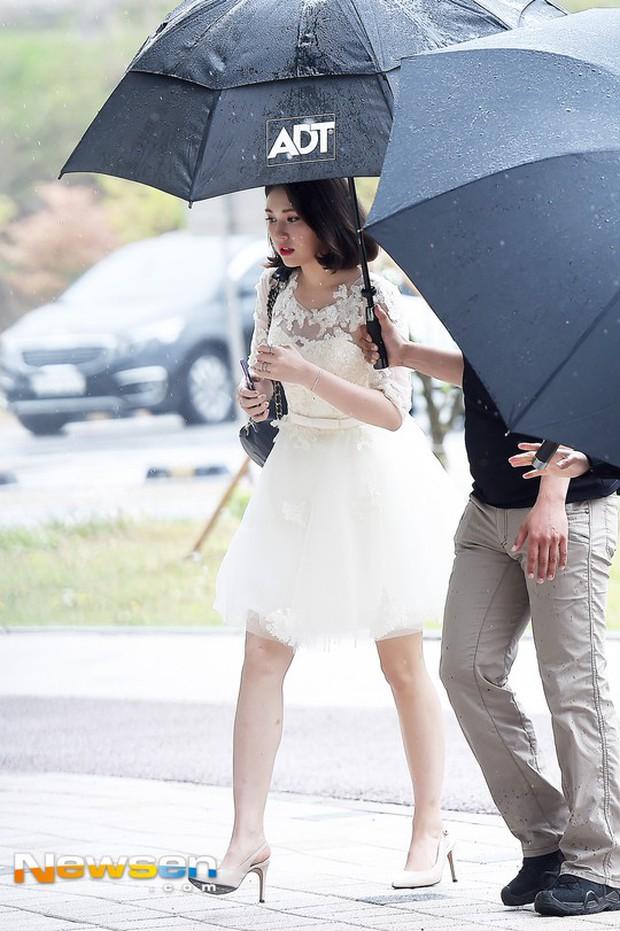 Cực phẩm dưới mưa: Jung Chae Yeon đẹp lộng lẫy cùng I.O.I, dàn hoàng tử Wanna One đến ủng hộ Produce 48 - Ảnh 26.