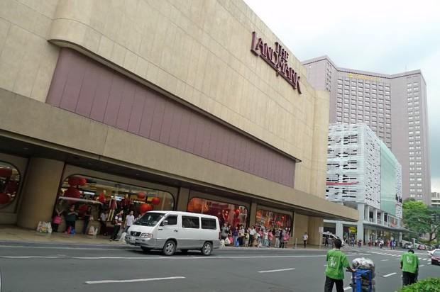 Hình ảnh điều kiện tồi tàn mà nhân viên một trung tâm thương mại nổi tiếng Philippines phải chịu gây phẫn nộ cộng đồng mạng - Ảnh 1.