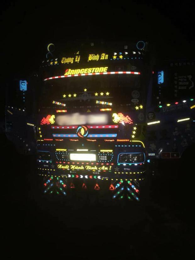 Siêu phẩm xe tải cầu vồng của thanh niên mê đèn đóm nhưng số phận lại đưa đẩy làm tài xế - Ảnh 2.