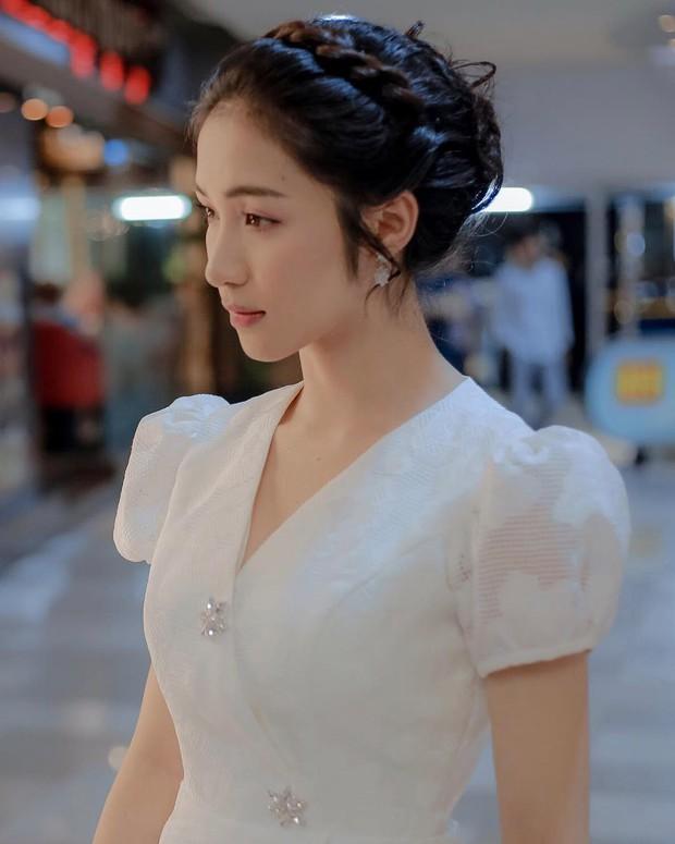 Hòa Minzy xinh lên là vì nhan sắc trời cho hay là do mặc váy giống váy cưới Song Hye Kyo đến 90%? - Ảnh 2.
