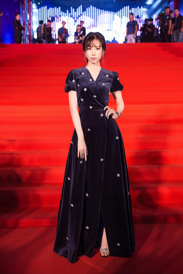 Hòa Minzy xinh lên là vì nhan sắc trời cho hay là do mặc váy giống váy cưới Song Hye Kyo đến 90%? - Ảnh 5.