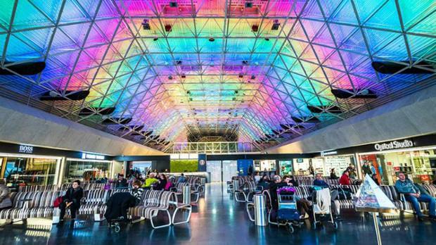 Sẽ không còn chán chường mệt mỏi dù phải ngồi chờ cả ngày tại những sân bay sang chảnh bậc nhất châu Á này - Ảnh 8.
