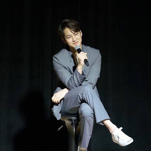 Lần đầu đăng ảnh sau tin hẹn hò mỹ nhân Hoa du ký, Kim Bum bất ngờ lấy lại phong độ điển trai - Ảnh 2.