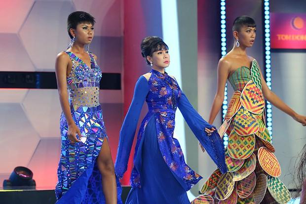 Người bí ẩn: Việt Hương đọ catwalk với dàn mẫu chuyển giới Thái Lan - Ảnh 3.