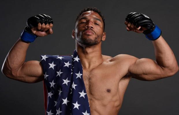 Lĩnh trọn cú đá xoay sau, võ sĩ UFC vẫn kiên cường lội ngược dòng hạ đo ván đối thủ - Ảnh 5.