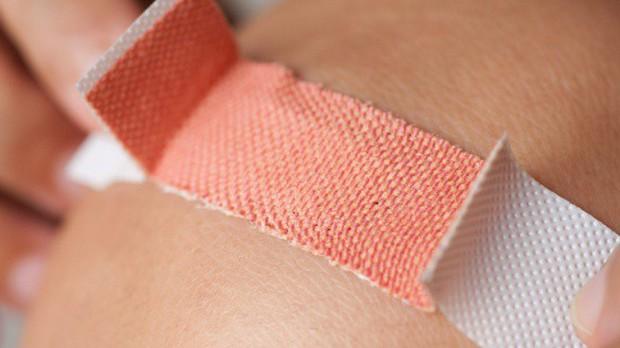 """Tin được không: viên đường giúp vết thương mau lành ngay cả khi thuốc kháng sinh đã """"bó tay""""? - Ảnh 2."""