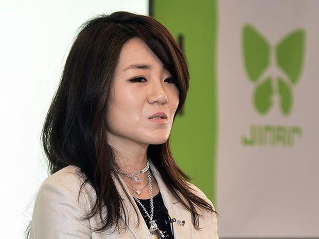 Hậu bê bối hất nước vào mặt nhân viên khiến người dân Hàn Quốc phẫn nộ, con gái chủ tịch Korean Air từ chức - Ảnh 2.