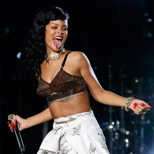 Đẳng cấp hở bạo kiểu Rihanna: thường xuyên mặc nội y thay cho áo bình thường  - Ảnh 6.