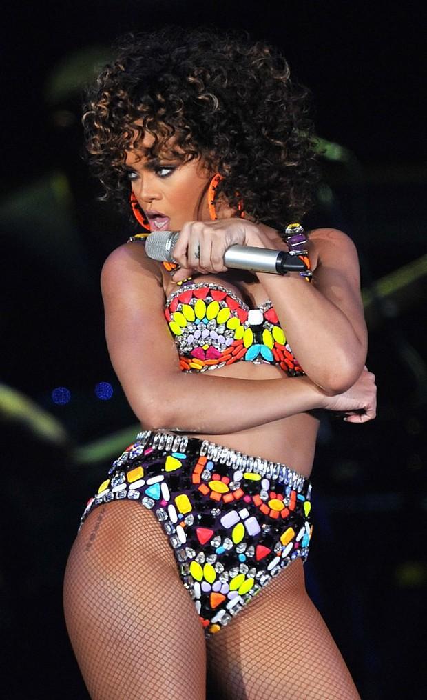 Đẳng cấp hở bạo kiểu Rihanna: thường xuyên mặc nội y thay cho áo bình thường  - Ảnh 8.