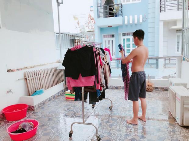 Cô vợ trẻ khoe chồng đảm, suốt 2 năm không phải nấu cơm giặt giũ khiến chị em đỏ mắt ghen tị - Ảnh 2.