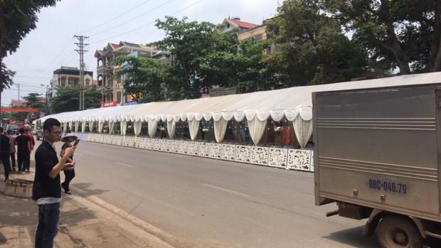 Bắc Giang: Rạp cưới khổng lồ dài bằng cả dãy phố, bên trong là 300 mâm cỗ ăn 2 ngày mới hết - Ảnh 2.