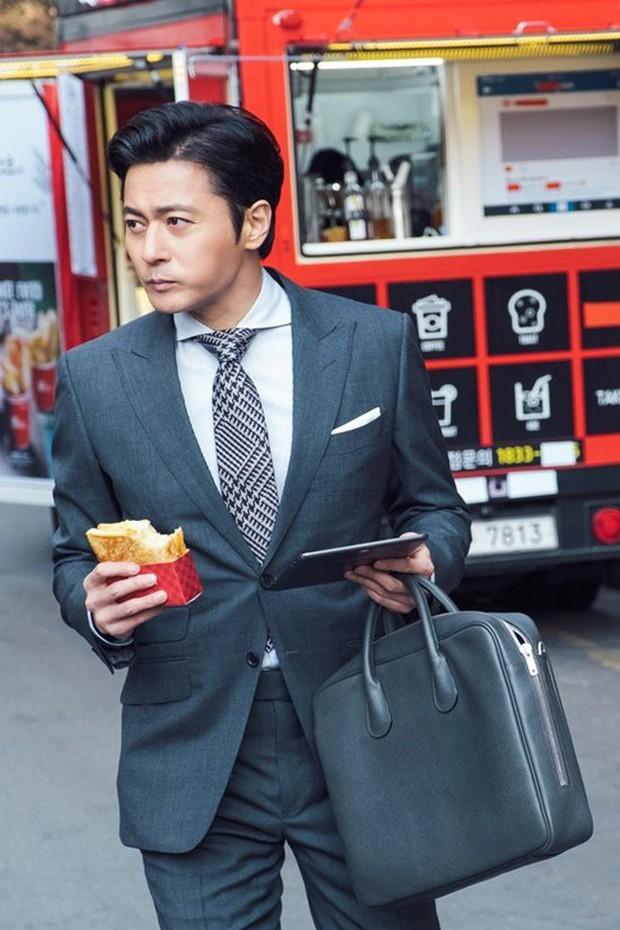 Suits: Hại não người xem, ghi điểm nhờ cặp chú cháu Jang Dong Gun – Park Hyung Sik - Ảnh 6.