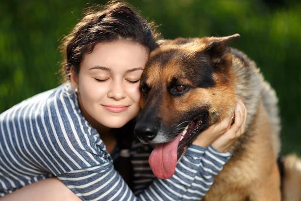 Cần thông cảm cho Hòa Minzy vì ai nuôi chó cũng cưng chúng như con mà thôi - Ảnh 2.