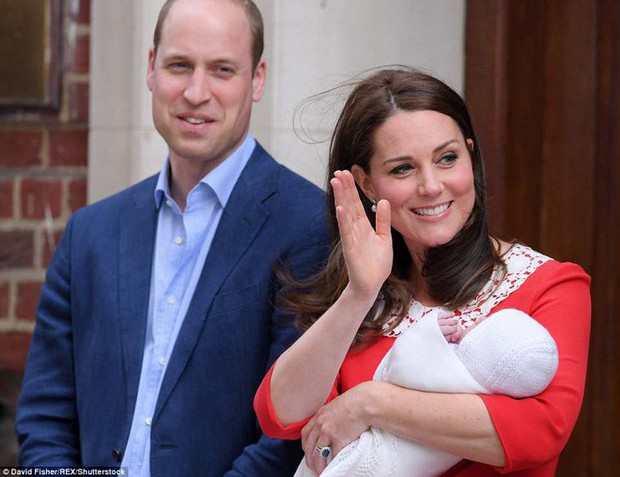 Đây là câu trả lời của Hoàng tử William khi được hỏi về tên của con thứ 3 và bí mật phía sau vẻ rạng rỡ của Công nương Kate ngay sau khi sinh - Ảnh 2.