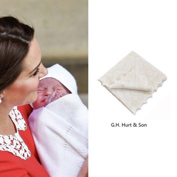 Điều cực kỳ đặc biệt ở chiếc khăn choàng mà Công nương Kate Middleton dùng để quấn tiểu hoàng tử - Ảnh 2.