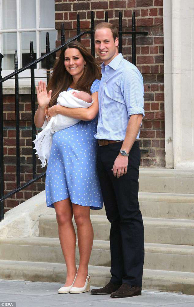 Không phải ngẫu nhiên mà Công nương Kate lại chọn đầm đỏ trong buổi diện kiến công chúng sau sinh - Ảnh 8.