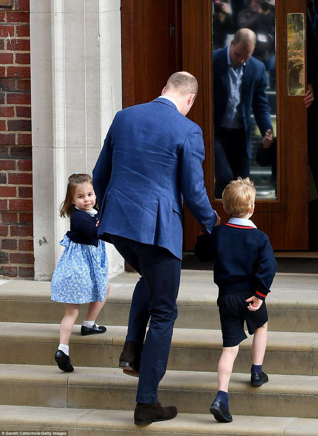 Đây là câu trả lời của Hoàng tử William khi được hỏi về tên của con thứ 3 và bí mật phía sau vẻ rạng rỡ của Công nương Kate ngay sau khi sinh - Ảnh 8.