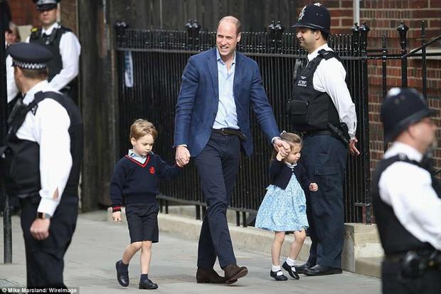 Đây là câu trả lời của Hoàng tử William khi được hỏi về tên của con thứ 3 và bí mật phía sau vẻ rạng rỡ của Công nương Kate ngay sau khi sinh - Ảnh 9.