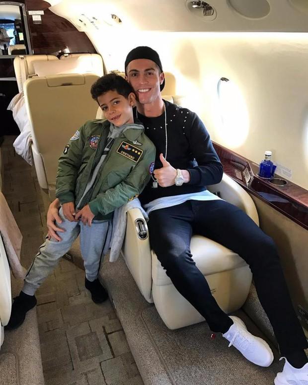 Cuộc sống vương giả của những đứa trẻ nhà Ronaldo, Neymar, Messi - Ảnh 1.