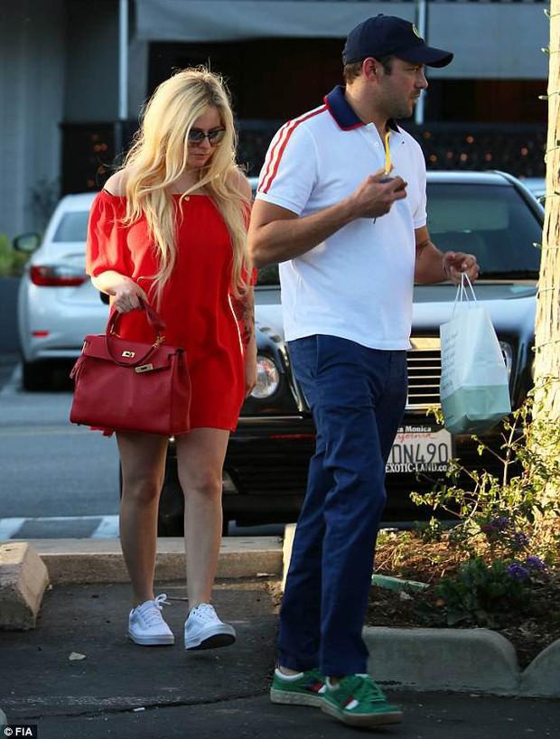 Đã lâu mới xuất hiện, Avril Lavigne giờ đã là người yêu của con trai tỷ phú USD - Ảnh 3.