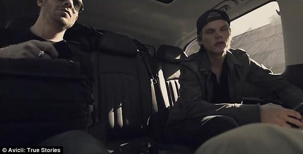 Lộ clip Avicii kiệt quệ đến mức lờ đờ không mở mắt nổi trước khi qua đời - Ảnh 3.