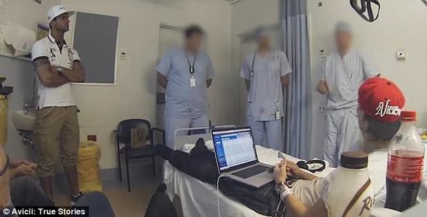 Lộ clip Avicii kiệt quệ đến mức lờ đờ không mở mắt nổi trước khi qua đời - Ảnh 4.