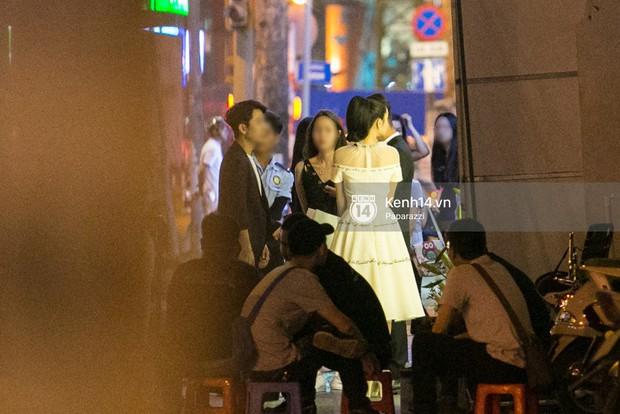 Rời sự kiện bằng xe của Trường Giang tặng, Nhã Phương thay trang phục giản dị, mang dép lê đi ăn tối - Ảnh 1.