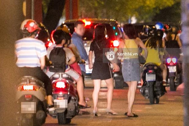 Rời sự kiện bằng xe của Trường Giang tặng, Nhã Phương thay trang phục giản dị, mang dép lê đi ăn tối - Ảnh 5.
