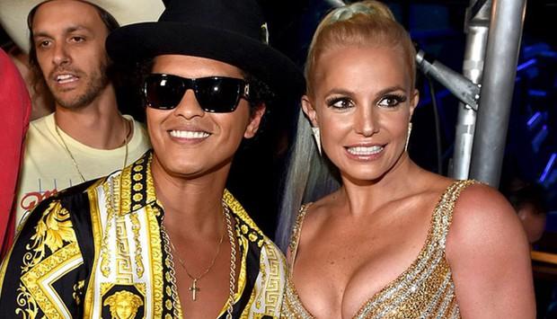 Sau Taylor Swift, Bruno Mars và Britney Spears sẽ khuấy đảo sân khấu giải đua xe Công thức 1 năm nay - Ảnh 1.