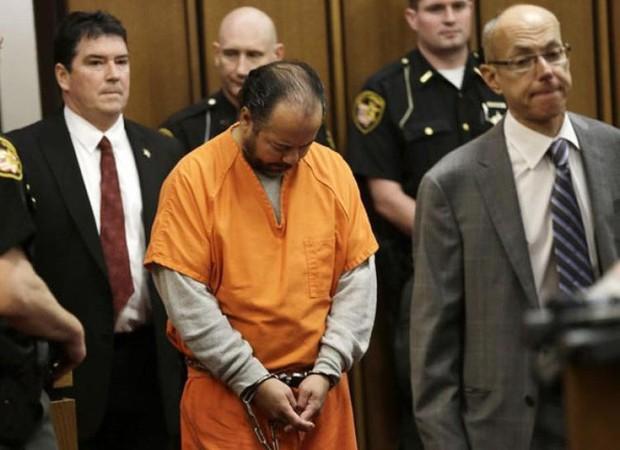 Vụ án ngôi nhà ác quỷ: Gã đàn ông bắt cóc, cưỡng hiếp 3 cô gái trẻ suốt 1 thập kỷ, nhận bản án tù chung thân và 1.000 năm tù giam - Ảnh 9.
