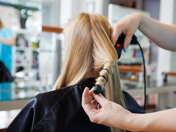 Bạn có đang mắc phải những thói quen tưởng chừng vô hại nhưng lại khiến mái tóc khóc thét hay không? - Ảnh 6.