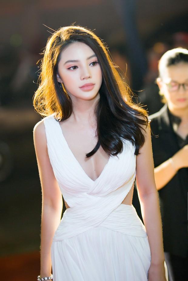 Jolie Nguyễn đọ sắc cùng Diễm My 9x, Jun Vũ trong một sự kiện, ai xinh đẹp hơn? - Ảnh 1.