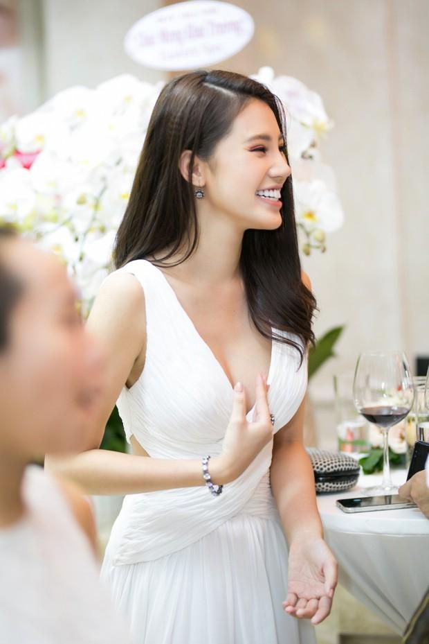 Jolie Nguyễn đọ sắc cùng Diễm My 9x, Jun Vũ trong một sự kiện, ai xinh đẹp hơn? - Ảnh 4.